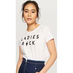 T-shirt z napisem - Biały. Czerwone t-shirty damskie marki House, l, z napisami. Za 19,99 zł.