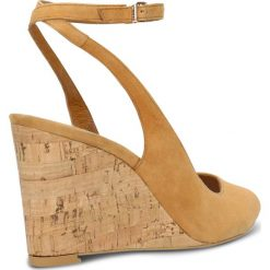 Sandały OLIVIA. Brązowe sandały damskie marki Gino Rossi, w paski, ze skóry, na koturnie. Za 249,90 zł.