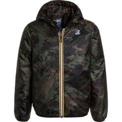 KWay LE VRAI CLAUDE LIGHT WARM GRAFIC Kurtka przejściowa khaki. Zielone kurtki chłopięce przejściowe marki K-Way, z materiału. W wyprzedaży za 471,20 zł.
