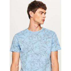T-shirty męskie: T-shirt w kwiaty – Niebieski