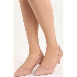 Różowe Czółenka Sour Cherry. Czerwone buty ślubne damskie marki Born2be, ze szpiczastym noskiem, na niskim obcasie, na szpilce. Za 39,99 zł.