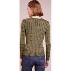 Polo Ralph Lauren JULIANNA Sweter olive. Zielone swetry klasyczne damskie Polo Ralph Lauren, xs, z bawełny, polo. Za 589,00 zł.