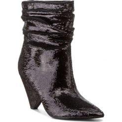 Botki GUESS - Nakittan FLNKT1 FAB10 BLACK. Czarne botki damskie na obcasie marki Guess, z materiału. W wyprzedaży za 439,00 zł.