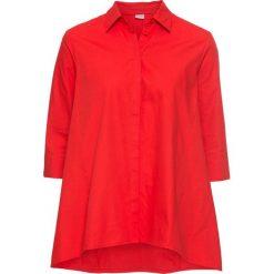 Bluzka o linii litery A bonprix truskawkowy. Czerwone bluzki z odkrytymi ramionami marki bonprix, z dekoltem w serek. Za 49,99 zł.