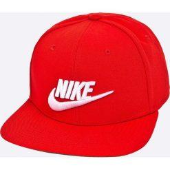 Nike Sportswear - Czapka. Czerwone czapki z daszkiem męskie Nike Sportswear. W wyprzedaży za 84,90 zł.