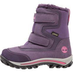 Timberland CHILLBERG 2STRAP GTX Śniegowce purple. Fioletowe buty zimowe damskie marki Timberland, z materiału. W wyprzedaży za 271,20 zł.