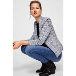 Mango - Jeansy Andrea2. Niebieskie jeansy damskie Mango, z aplikacjami, z bawełny. W wyprzedaży za 119,90 zł.