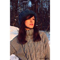 Czapki zimowe damskie: Czapka beanie zieleń hand made z wełną