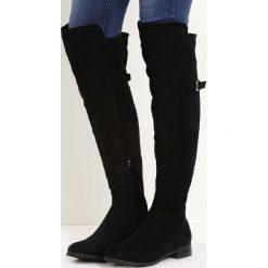 Czarne Kozaki Bettie. Czarne buty zimowe damskie marki Born2be, z okrągłym noskiem, na płaskiej podeszwie. Za 159,99 zł.