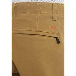 Chinosy męskie: DOCKERS ALPHA JOGGER WITH SMART 360 FLEX Spodnie materiałowe dull gold