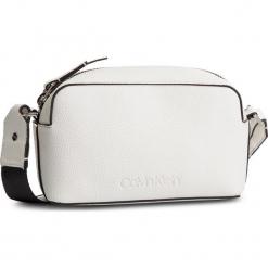 Torebka CALVIN KLEIN - Race Crossbody K60K604881 102. Białe listonoszki damskie marki Calvin Klein, ze skóry ekologicznej. Za 399,00 zł.