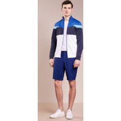 BOSS ATHLEISURE SKARLEY Bluza rozpinana white. Białe bluzy męskie rozpinane BOSS Athleisure, m, z bawełny. W wyprzedaży za 377,55 zł.