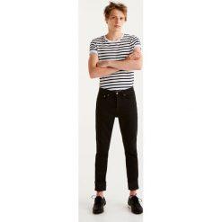 Jeansy slim comfort fit. Czarne jeansy męskie relaxed fit Pull&Bear. Za 89,90 zł.