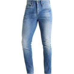 Denham RAZOR Jeansy Slim Fit stone blue denim. Niebieskie jeansy męskie relaxed fit Denham. W wyprzedaży za 493,35 zł.
