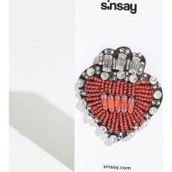 Broszka z kryształkami - Czerwony. Czerwone broszki damskie Sinsay. Za 12,99 zł.