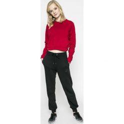 Nike Sportswear - Spodnie. Czarne spodnie sportowe damskie marki Nike Sportswear, z bawełny. W wyprzedaży za 179,90 zł.