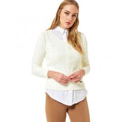 Sweter w kolorze kremowym. Białe swetry klasyczne damskie Jimmy Sanders, l, z okrągłym kołnierzem. W wyprzedaży za 99,95 zł.