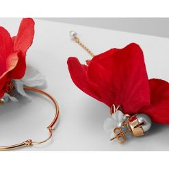 Kolczyki damskie: Anton Heunis FLOWER ASYMETRIC EARRINGS Kolczyki coral red/goldcoloured