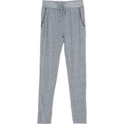 Szare Spodnie Dresowe Tranquility. Czarne spodnie dresowe damskie marki Born2be, l. Za 24,99 zł.