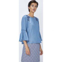 Medicine - Bluzka Rustic Indigo. Niebieskie bluzki z odkrytymi ramionami MEDICINE, l, z aplikacjami, z lyocellu, casualowe, z okrągłym kołnierzem. W wyprzedaży za 49,90 zł.