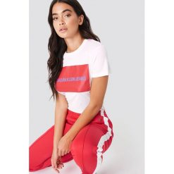 T-shirty damskie: Calvin Klein T-shirt Institutional Box Logo Regular Fit - White