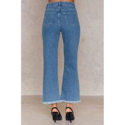 Spodnie z wysokim stanem: NA-KD Krótkie jeansy z surowym wykończeniem - Blue