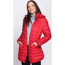 Czerwona Kurtka Initiative. Czerwone kurtki damskie pikowane Born2be, na zimę, xl, z kapturem. Za 129,99 zł.