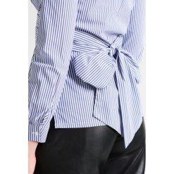 Bluzki asymetryczne: Baukjen MATTIE STRIPE Bluzka navy/white