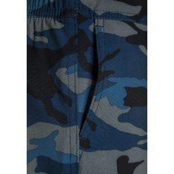 Abercrombie & Fitch CORE  Szorty kąpielowe blue. Niebieskie spodenki chłopięce Abercrombie & Fitch, z elastanu, sportowe. W wyprzedaży za 132,30 zł.