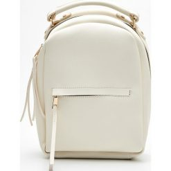 Plecaki damskie: Mały plecak z kieszenią - Kremowy