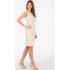 Odzież damska: Sukienka z tłoczonym, kwiatowym wzorem