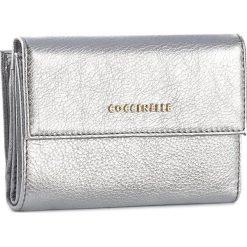 Duży Portfel Damski COCCINELLE - AW5 Metallic Soft E2 AW5 11 66 01 Silver 169. Czarne portfele damskie marki Coccinelle. W wyprzedaży za 419,00 zł.