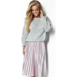 Wełniany sweter oversize i299. Niebieskie swetry oversize damskie marki SaF, na co dzień, xl, z żakardem, z asymetrycznym kołnierzem, dopasowane. Za 129,00 zł.