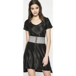 Answear - Sukienka Twilight. Czarne sukienki dzianinowe marki ANSWEAR, na co dzień, l, w paski, casualowe, z krótkim rękawem, mini, proste. W wyprzedaży za 49,90 zł.
