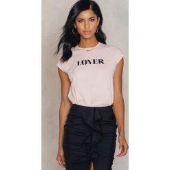 T-shirty damskie: Josefin Ekström for NA-KD T-shirt Lover – Pink