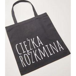 Materiałowa torba z napisem - Czarny. Czarne torebki klasyczne damskie House, z napisami, z materiału. Za 15,99 zł.