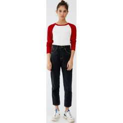 Jeansy mom fit basic. Szare jeansy damskie relaxed fit marki Pull&Bear. Za 79,90 zł.