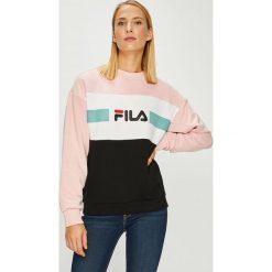 Fila - Bluza Angela Crew. Szare bluzy rozpinane damskie Fila, l, z nadrukiem, z bawełny, bez kaptura. W wyprzedaży za 259,90 zł.