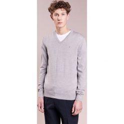 Swetry klasyczne męskie: J.LINDEBERG LYMANN Sweter grey moulin