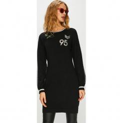 Liu Jo - Sukienka. Czarne sukienki dzianinowe marki Liu Jo, na co dzień, l, casualowe, z okrągłym kołnierzem, mini, proste. Za 639,90 zł.