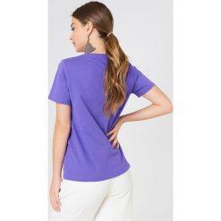 NA-KD T-shirt Love Stoned - Purple. Fioletowe t-shirty damskie NA-KD, z nadrukiem. Za 72,95 zł.