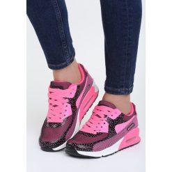 Ciemno Różowe Buty Sportowe Candy. Czerwone buty sportowe damskie marki KALENJI, z gumy. Za 89,99 zł.