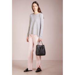 Swetry klasyczne damskie: FTC Cashmere BACK STARS Sweter grey