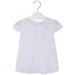 Bluzka w kolorze białym. Białe bluzki dziewczęce marki Mayoral, z dekoltem na plecach. W wyprzedaży za 64,95 zł.