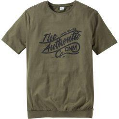 T-shirt ze specjalnym krojem na wys. brzucha Regular Fit bonprix ciemnooliwkowy. Zielone t-shirty męskie z nadrukiem marki bonprix, l. Za 34,99 zł.