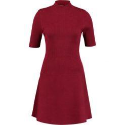 Sukienki: one more story Sukienka z dżerseju beet red