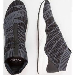 Cortica CONSILLIO Półbuty wsuwane black. Czarne tenisówki męskie Cortica, z materiału. W wyprzedaży za 377,10 zł.