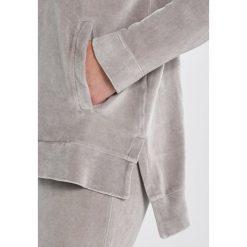 Deha VELOUR Bluza z kapturem feather grey. Szare bluzy damskie Deha, xl, z bawełny, z kapturem. W wyprzedaży za 363,35 zł.