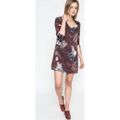 Answear - Sukienka Twilight. Szare sukienki mini marki ANSWEAR, na co dzień, l, z poliesteru, casualowe. W wyprzedaży za 69,90 zł.