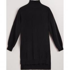 Sukienka z wełny merino i kaszmiru - Czarny. Czarne sukienki z falbanami Reserved, l, z kaszmiru. Za 299,99 zł.